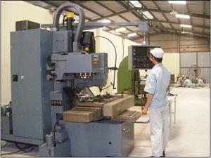 10 Nam kỹ sư chế tạo máy, điện tử tại Saitama tháng 7/2014