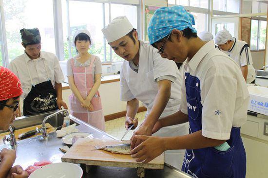 Công việc của thực tập sinh sinh đơn hàng chế biến chả cá tại Nhật Bant