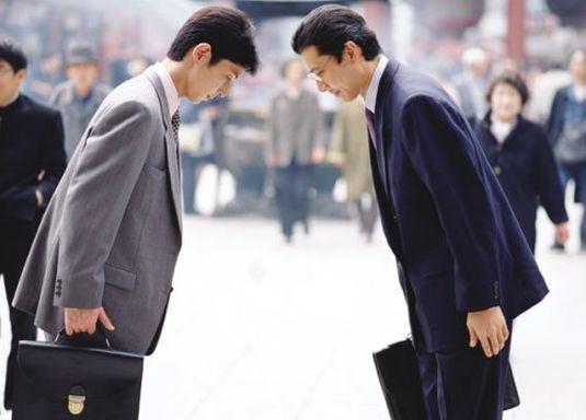 Nhật Bản nổi tiếng với văn hóa chào gập cúi đầu