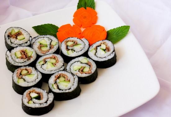 Cách làm món Sushi cuộn nấm Nhật Bản