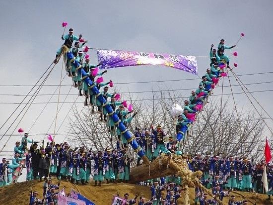 Rùng mình với lễ hội Onbashira, tỉnh Nagano -  Nhật Bản