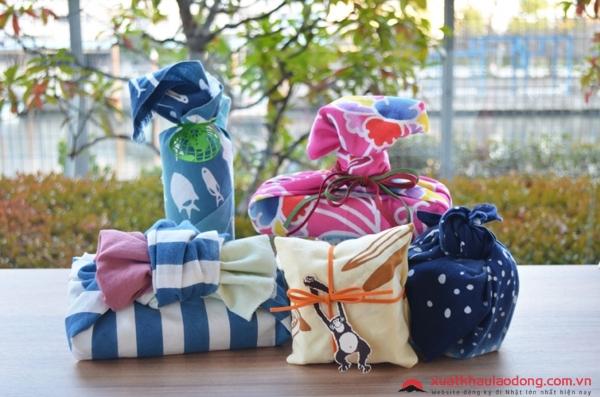 Mua đồ lưu niệm khi đi du lịch Nhật Bản