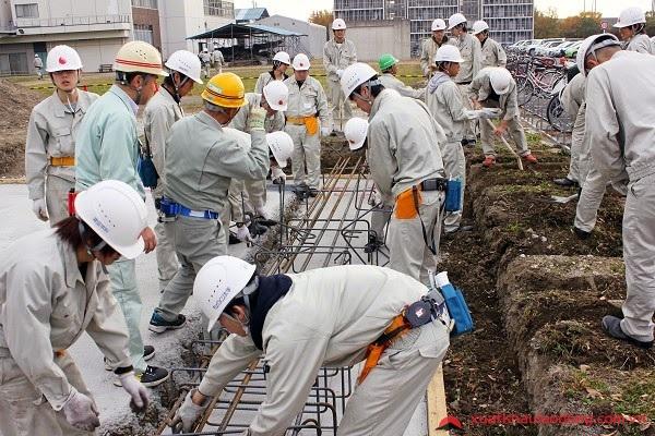 Thực tập sinh Việt Nam làm việc tại một nhà máy ở Inashiki, Ibaraki, Nhật Bản