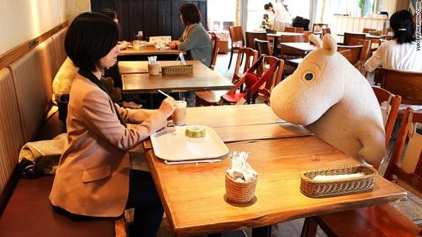 """Quán cafe """"chống cô đơn """" (FA) ở Nhật Bản"""