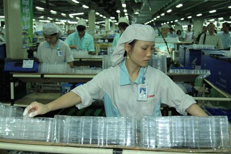 12 Nữ làm đúc nhựa tại Aichi tháng 11/2014