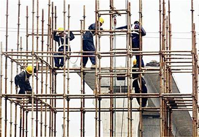 9 Nam xây dựng giàn giáo tại Yamagata tháng 12/2014