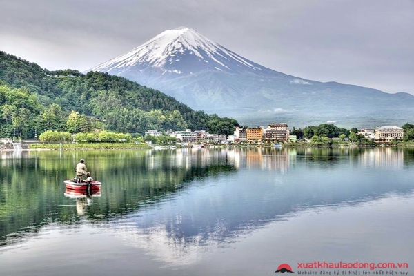 ngắm núi phú sĩ từ hồ kawaguchiko
