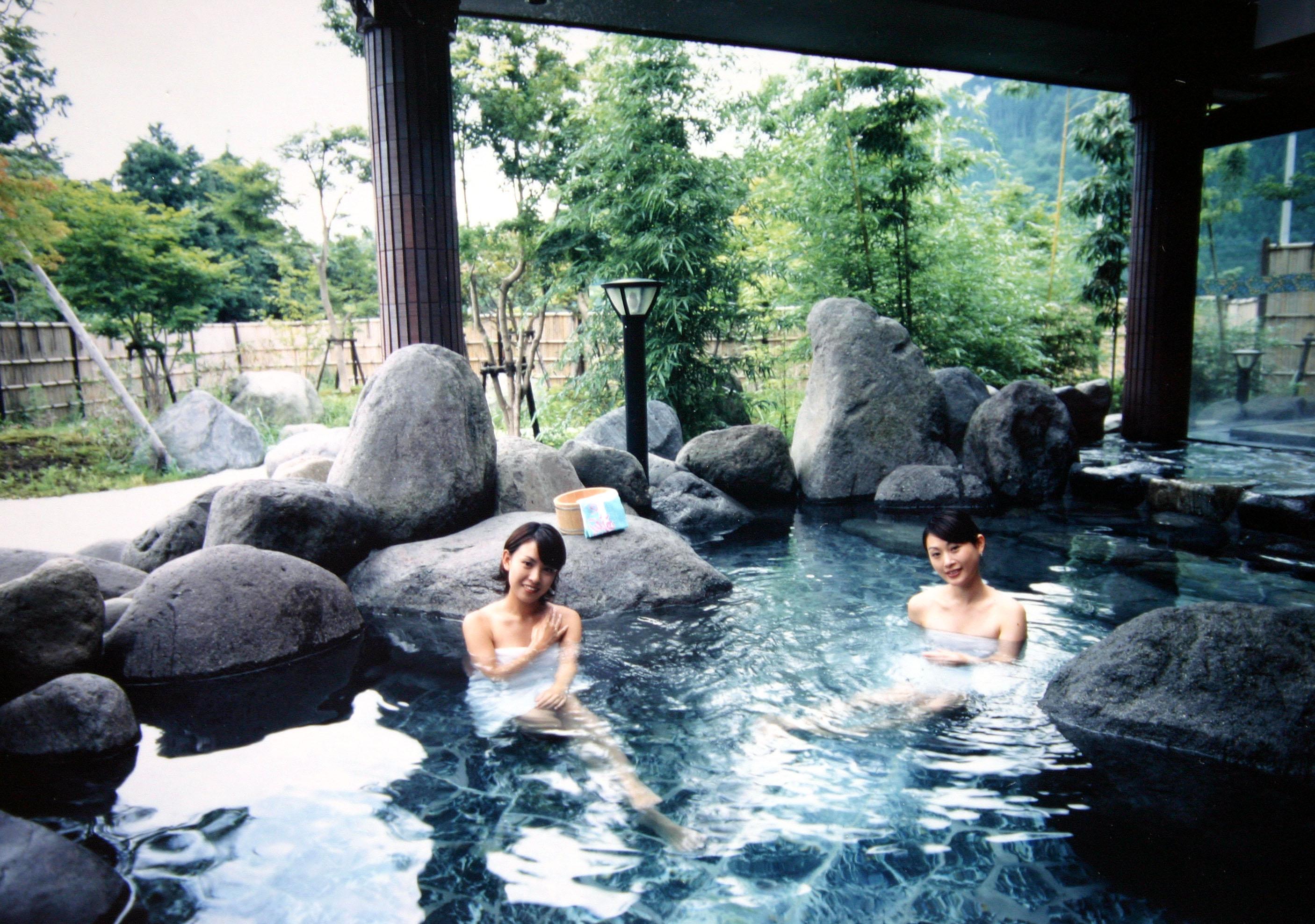 Tắm khỏa thân là điều rất bình thường tại Nhật