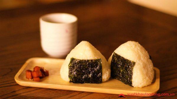 Tìm hiểu về cơm nắm onigiri - Cách làm cơm nắm kiểu Nhật ngon nhất.