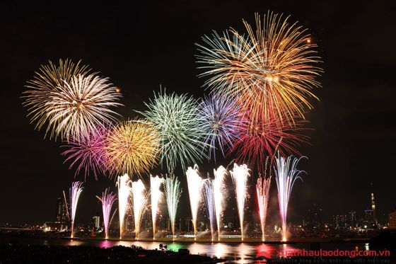 Festival pháo hoa Shirahama (白浜花火フェスティバル)- Wakayama