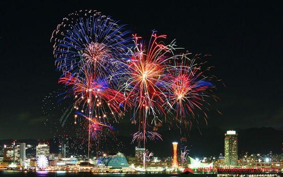 Lễ hội pháo hoa Minato Kobe (みなとこうべ海上花火大会) – Hyogo