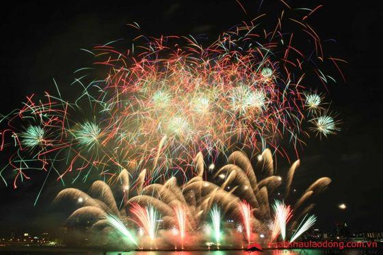 Lễ hội pháo hoa Naniwa Yodogawa (なにわ淀川花火大会) – Osaka