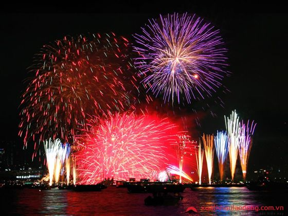 Lễ hội pháo hoa Ashiya Summer carnival  (芦屋サマーカーニバル) – Hyogo