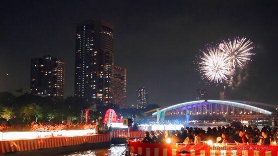 Lễ hội pháo hoa Tenshin Matsuri  (天神祭奉納花火) – Osaka