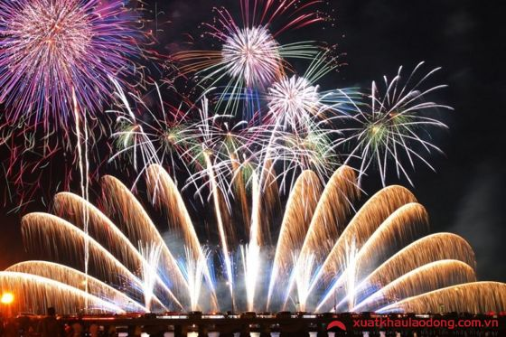 Lễ hội pháo hoa Enoshima (Kanagawa)
