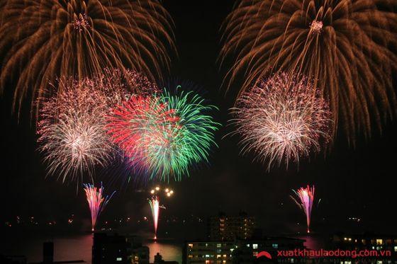 Lễ hội pháo hoa Yokosuka Kaikoku (Kanagawa)