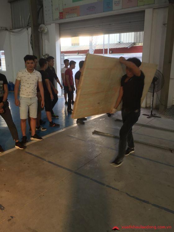 Thi tuyển đơn hàng lắp đặt sàn nhà gỗ