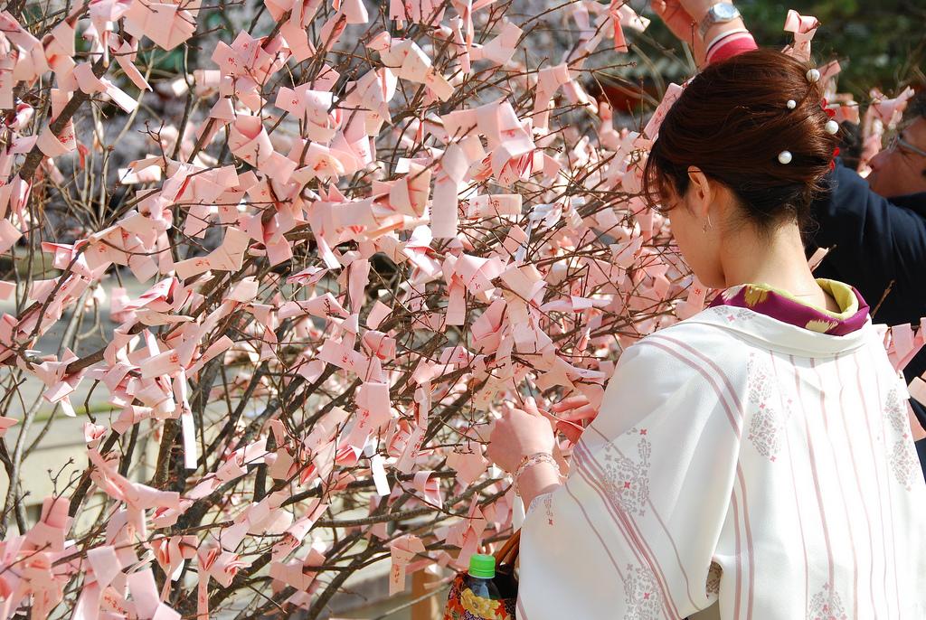 Hướng dẫn cách thức đi chùa đầu năm – Hatsumode ở Nhật !