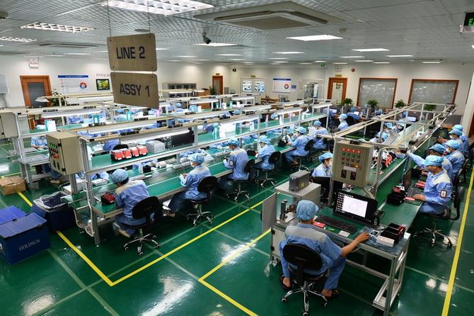 30 nữ lắp ghép linh kiện điện tử tại Hiroshima,