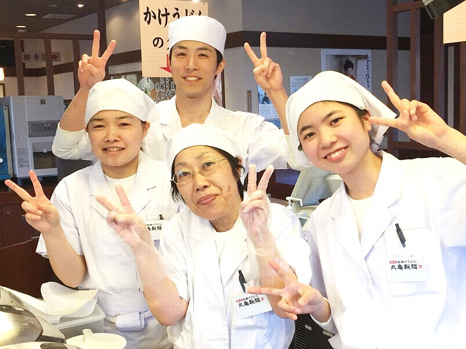 Đơn hàng visa đặc định làm phục vụ bàn tại Osaka