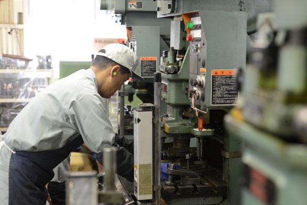 Cần gấp 15 nam đơn đặc định dập kim loại LƯƠNG KHỦNG tại Aichi