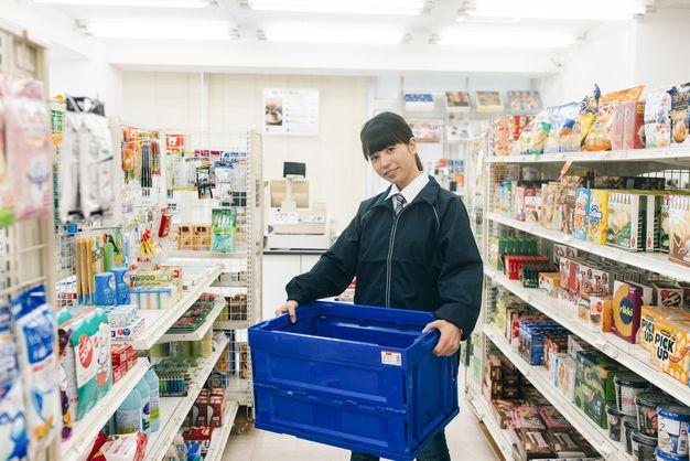 Nhân viên bán hàng tại Combini ở Saitama