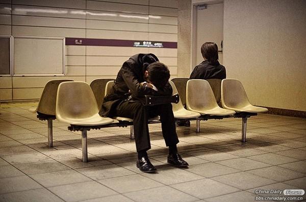 Hình ảnh báo động về cuộc sống của người lao động Nhật Bản