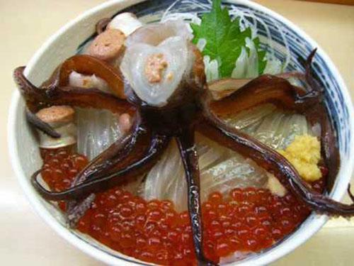 Những món ăn tươi nuốt sống kinh dị của Nhật Bản